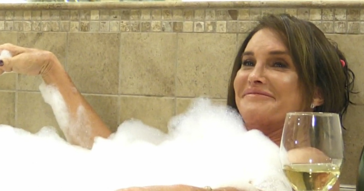 (UPDATE) Caitlyn Jenner: I Am NOT Posing Nude! [VIDEO