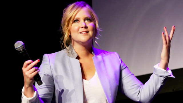 Amy Schumer's generosity made one waiter temporarily not hate being a waiter.