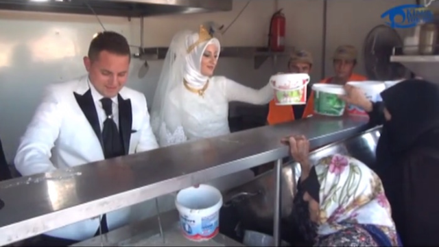 Turkish bride and groom feed 4,000 refugees on their wedding day, still manage to be center of attention.