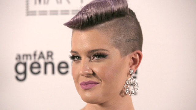 Even when Kelly Osbourne is defending Latino immigrants she sounds insanely racist.