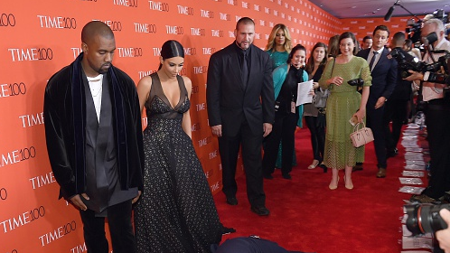 Amy Schumer dives in front of Kim and Kanye on red carpet in an unsuccessful attempt to get more attention than them.
