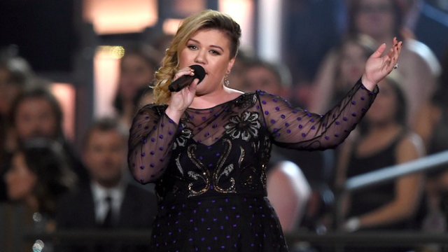 """Kelly Clarkson covers Rihanna's """"Bitch Better Have My Money,"""" reminds us she's a boss."""