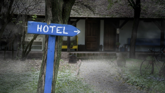 15 people share what happened during their worst hotel stays.