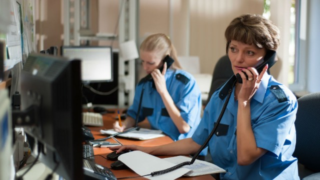 16 people who answer 911 calls share the dumbest reasons people have called.