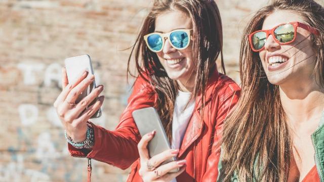 18 funny tweets from Gen Z making fun of millennials.