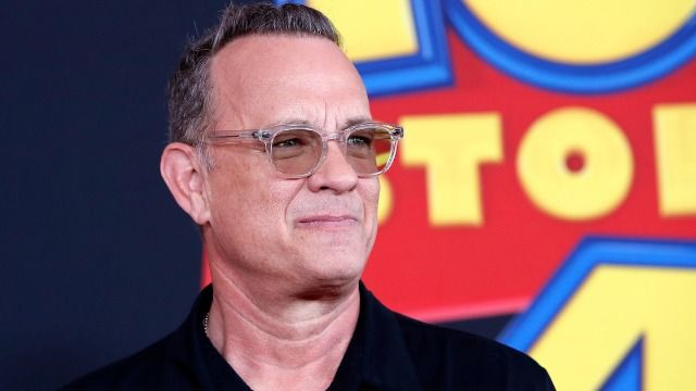 19 funny tweets about Tom Hanks freezing while hosting 'Celebrating America' outside.