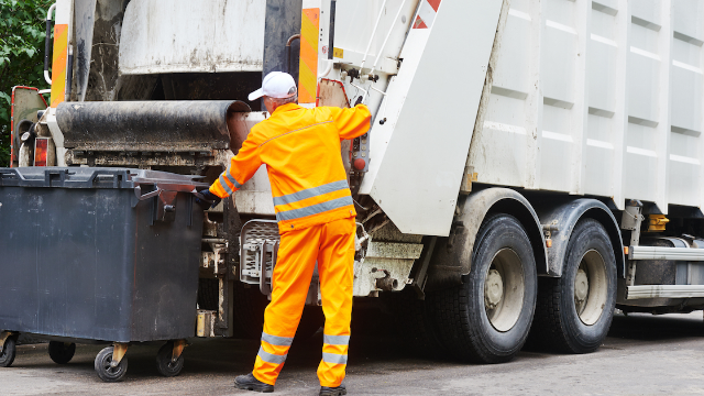 19 Garbage Collectors On The Most F**king Insane Things People Have Thrown Away