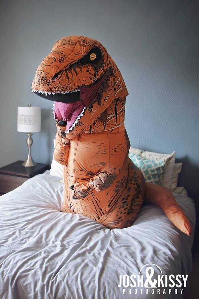 Meet your new hero: this woman took boudoir photos in a T-Rex costume.