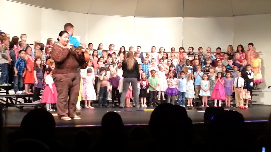 Nightmare man heckles woman at a kindergarten concert for speaking Spanish