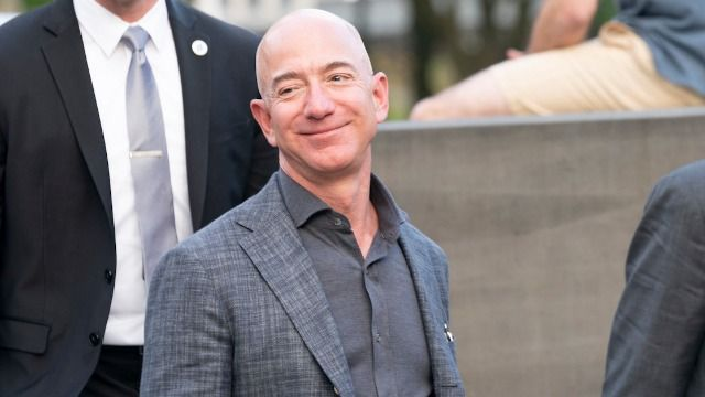 21 of the best tweets about Jeff Bezos' ten minute space trip.