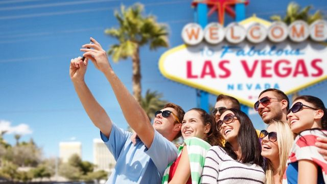 21 people from tourist destinations share the best and worst behavior from visitors.