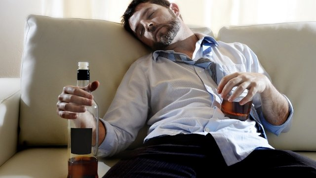 28 people share the craziest things they have done while blackout drunk.