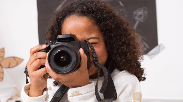 A 9-year-old took her mom's gorgeous maternity photos. The internet is obsessed.