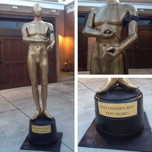 A street artist trolled all of Hollywood with a coke-snorting Oscar statue.