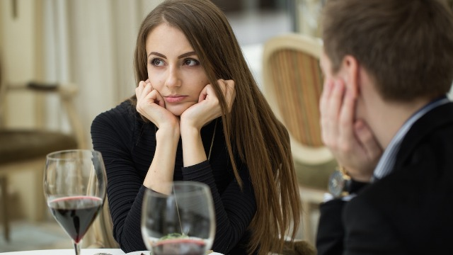 Man asks if he's wrong for splitting check with date after she said he 'shouldn't expect sex.'