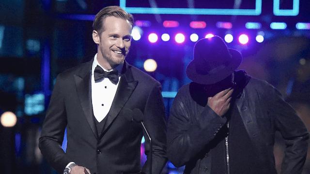 Alexander Skarsgård presented an MTV Movie Award last night sans pants.