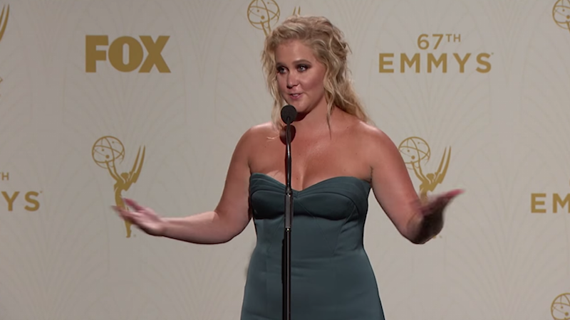 Amy Schumer can't help but work the crowd during hilarious Emmys press room interview.