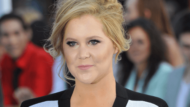 Amy Schumer bought a $2,000 mattress for a store employee who let her use their bathroom.