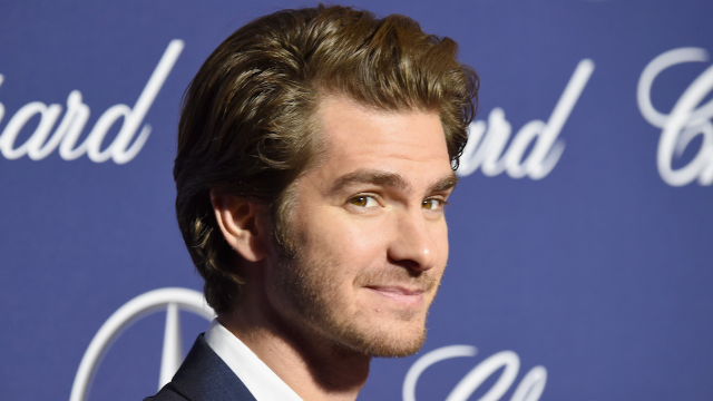 Andrew Garfield threw the most charming, polite shade at a mom who ruined his lunch.