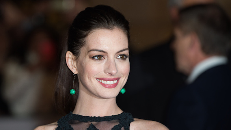 Anne Hathaway posts a rare bikini pic to make point about paps, how good she looks pregnant.