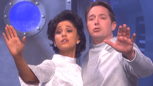 Ariana Grande shows the world what it would be like if Judy Garland had to sing to fight aliens in 'SNL' sketch cut for time.