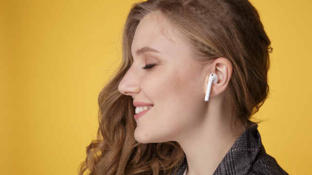 Woman's viral thread shows how to safely rescue your AirPod from the subway tracks.