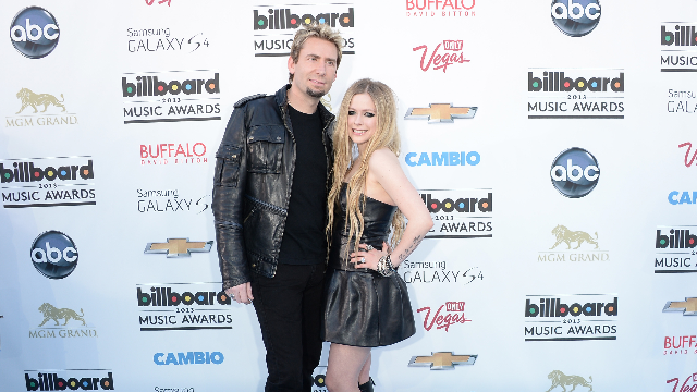 Avril Lavigne ends marriage to sk8er boi from Nickelback.