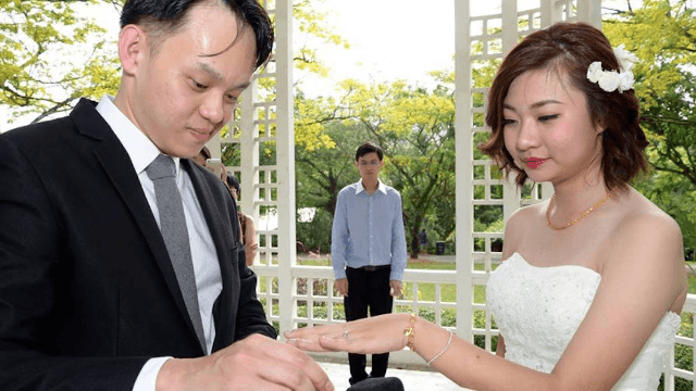 Singaporean Took Some Really Bad Wedding Photos But They Gave Birth To Funny Memes