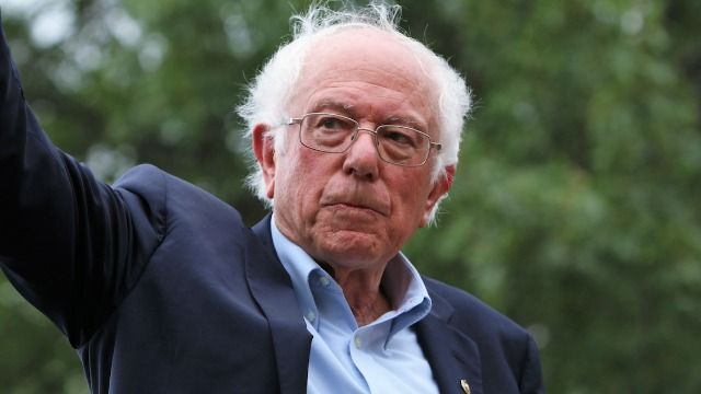 Bernie Sanders reacts to all those Inauguration Day memes of him and his mittens.