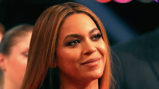 This video of Beyonce and her family doing the electric slide is making everyone very happy.