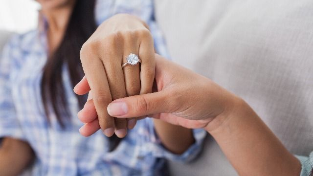 13 funny reactions to a guy who proposed with a diamond ring in a biscuit.