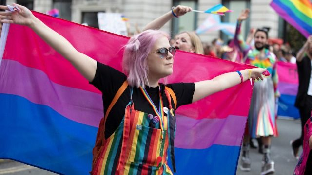 People react to survey that says 44% of Australians won't date a bisexual person.
