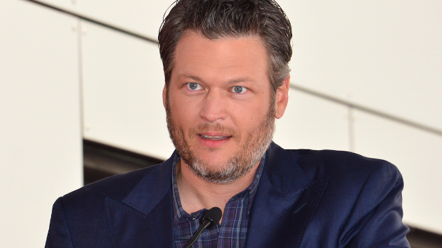 Watch Blake Shelton read mean tweets about being named 'Sexiest Man Alive.' Ouch!