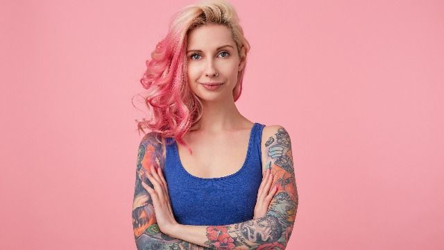 People react to bride who demanded wedding guest cover tattoos with jacket in summer.