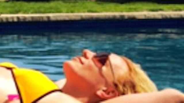 Fans say Britney Spears bikini pic was either photoshopped, or her back learned to levitate.