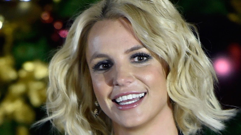 Britney Spears proclaims love of handstands by doing crazy handstand.
