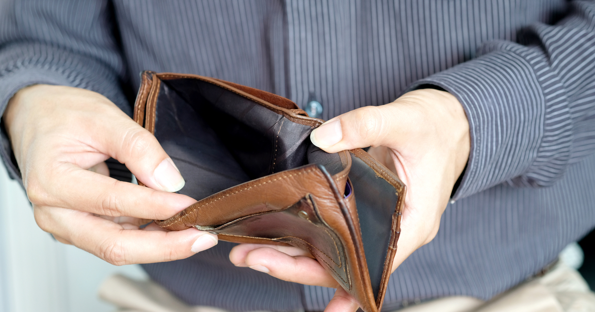 12 financially challenged people share the lifehacks that have saved their broke asses.