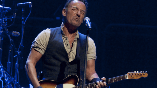 Bruce Springsteen played a secret farewell concert for the Obamas because they deserve it.