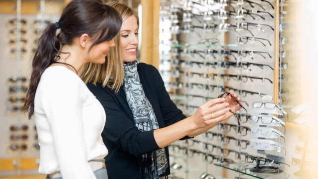 Business owner responds to 1-star review from customer complaining about free glasses.