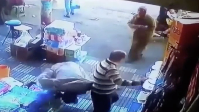 Butt-pincher knocked unconscious after pinching the wrong butt.