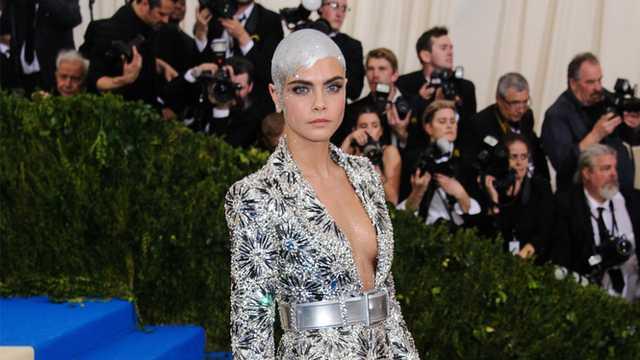 Cara Delevingne Instagram: Girl's Stunning Recreation of Model's Silver Met Gala Look