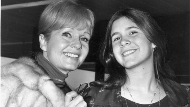 New Carrie Fisher and Debbie Reynolds documentary reveals their tumultuous relationship with fame.