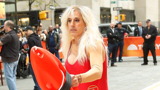 30 times celebrities dressed up as other celebrities for Halloween.