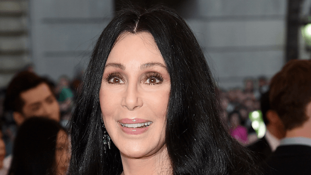 Cher has excellent comeback for Trump-loving troll who tried to caps-shame her.