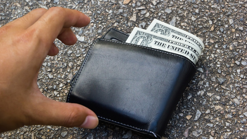 10-year-old returns woman's lost wallet along with touching, slightly braggy note.