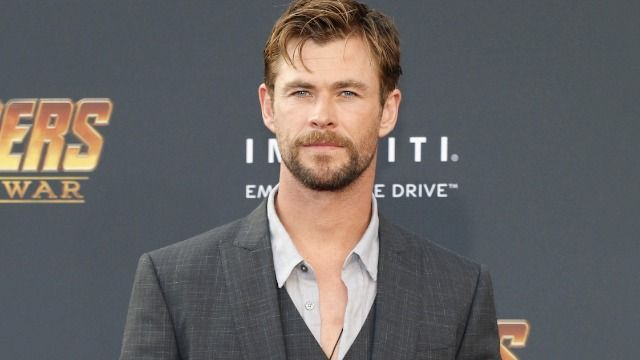 Photo of Chris Hemsworth on new 'Thor' set sparks debate about male body image.
