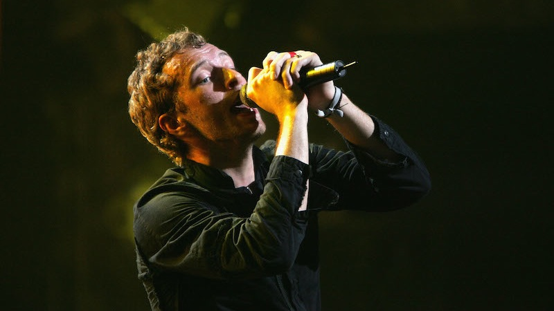 Coldplay singer Chris Martin is dating another blonde actress that's not Gwyneth Paltrow.