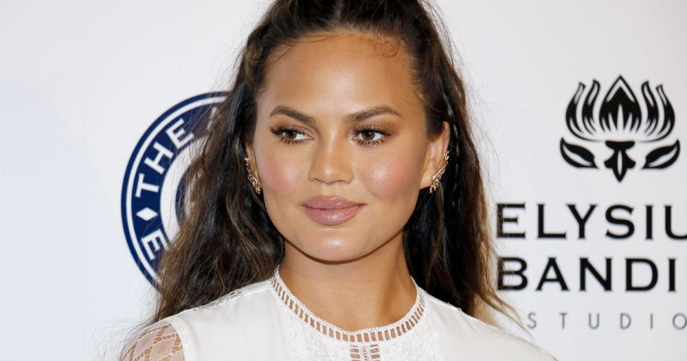 Chrissy Teigen came for Bernie Sanders and his bros after his very bad tweet.