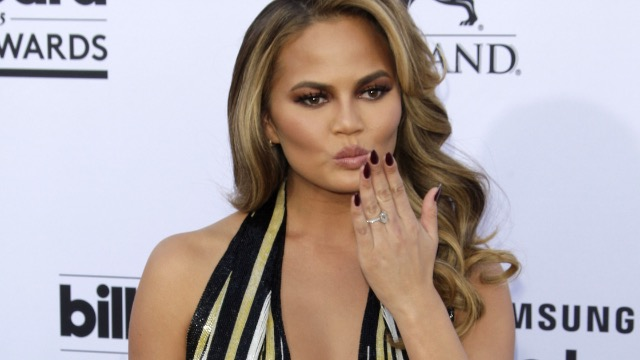 Chrissy Teigen shares funny notes from daughter Luna after getting breast implants removed.