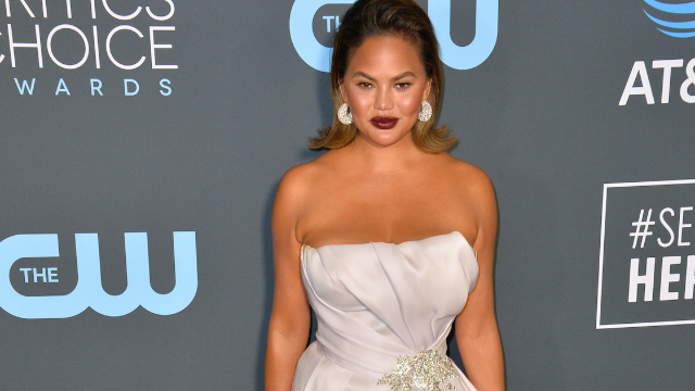 Chrissy Teigen Dags Racist Fox News Reporter for Filth, and It's Epic